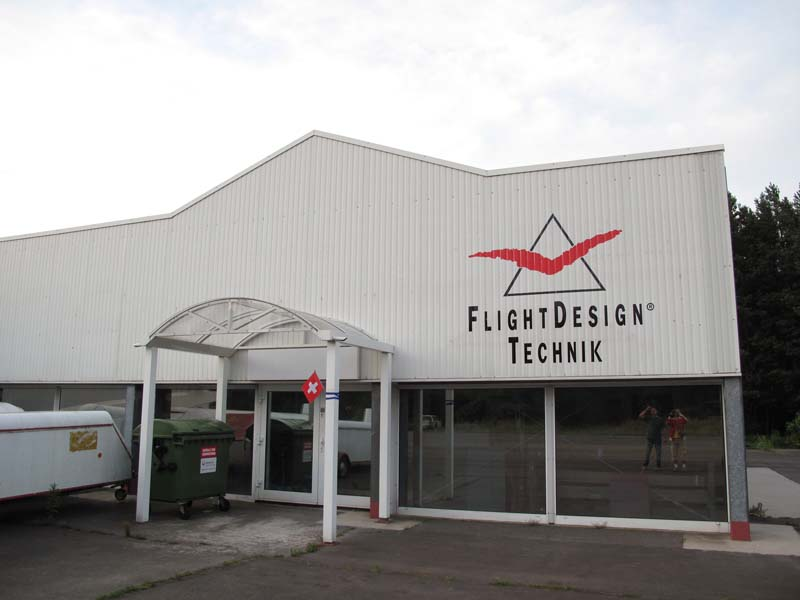 July 2009 : Flight Design Technik in Berlin and a Swiss flag !