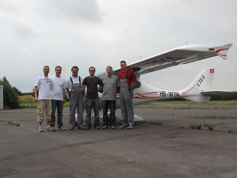 July 2009 : The cheerful and efficient Flight Design Technik team.